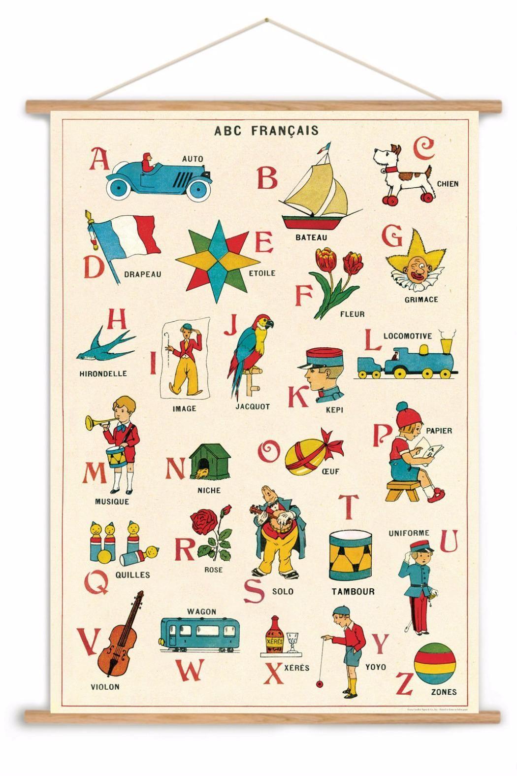 Petite Fille Tenant Un Drapeau Français. Clip Art Libres De Droits ,  Vecteurs Et Illustration. Image 33822377.